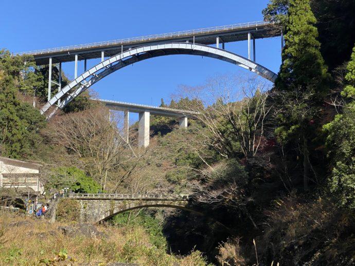 高千穂峡から見上げる3つの橋