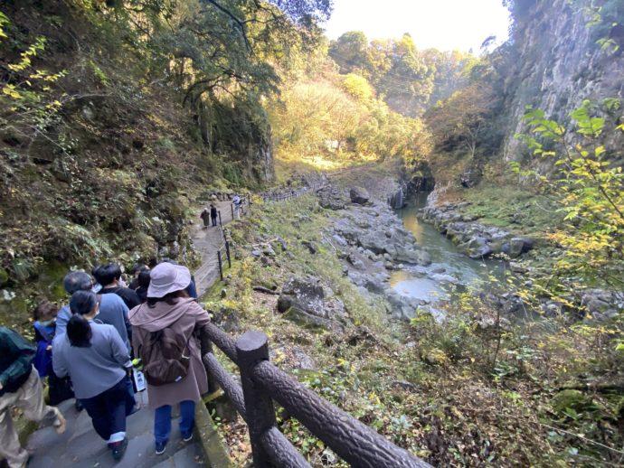 高千穂峡と観光客