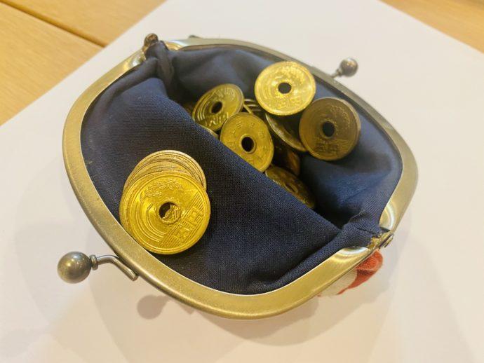 五円玉とがま口財布