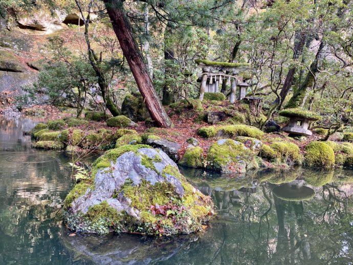 那谷寺の池