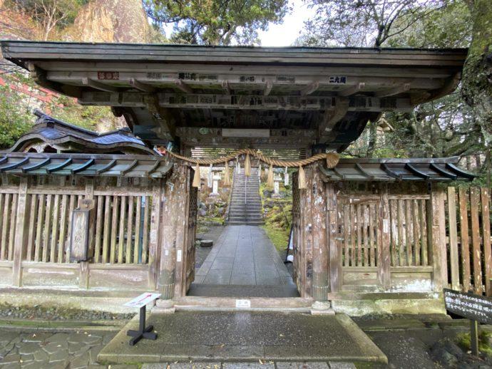 那谷寺の中門