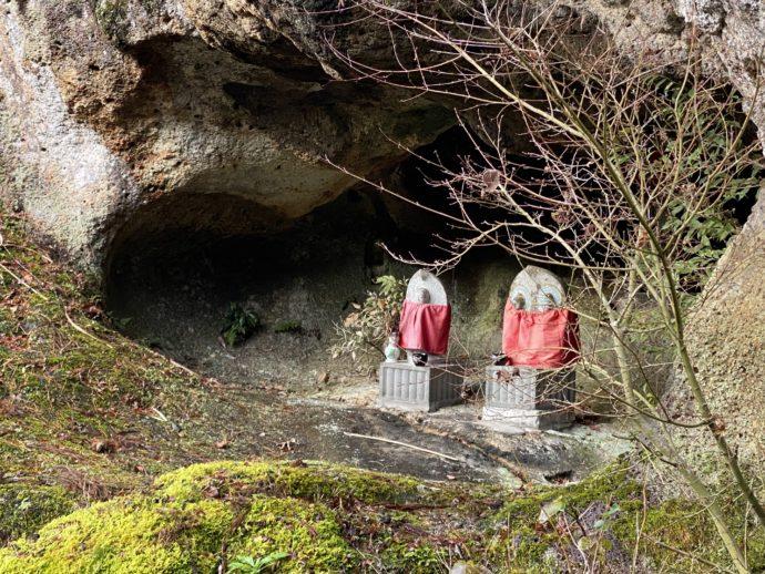 那谷寺の奇岩遊仙境の窟の仏