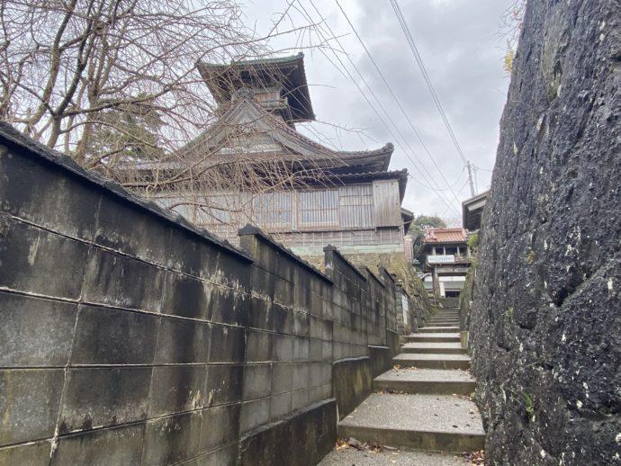 願慶寺への道細い道