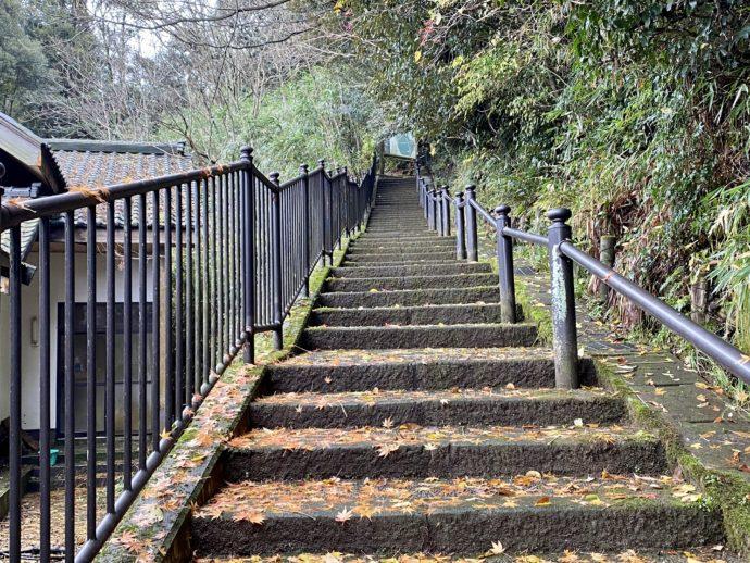 吉崎御坊跡への階段