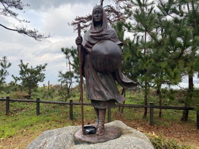 尼御前の銅像