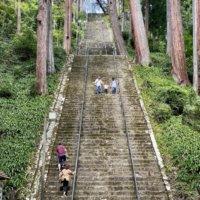一直線に続く菩提梯