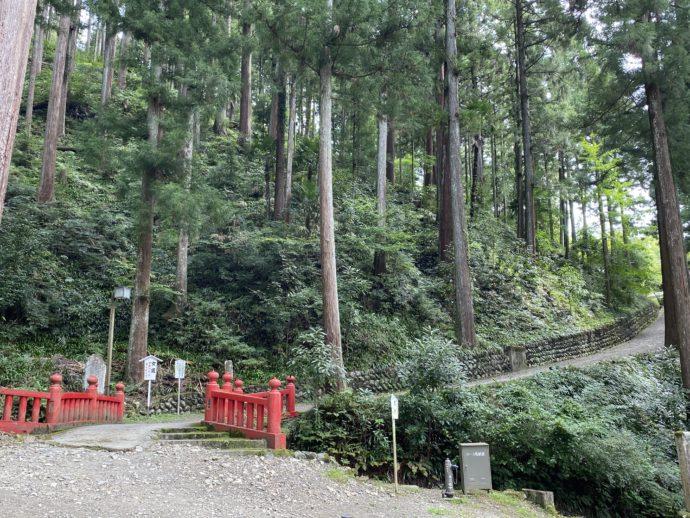 久遠寺の女坂入り口