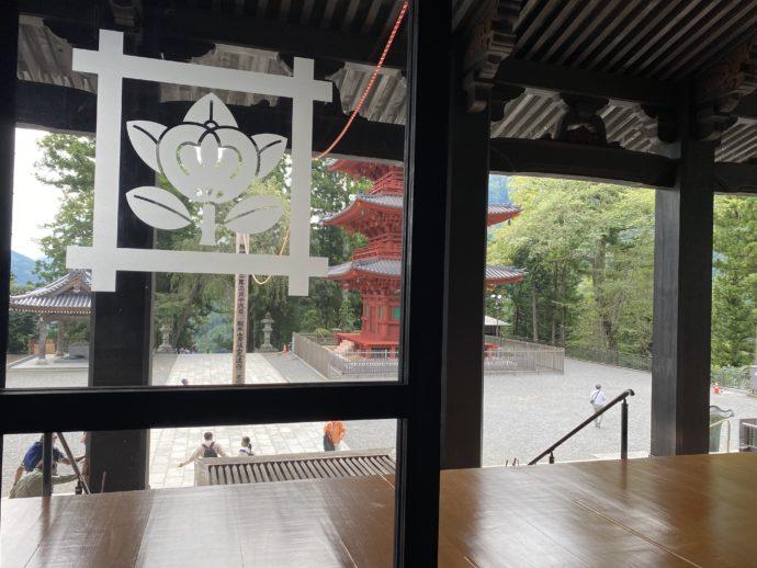 祖師堂から見た久遠寺境内