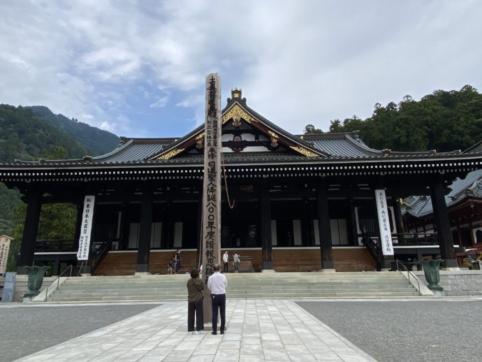 久遠寺の本堂