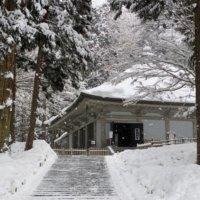 雪の中尊寺金色堂