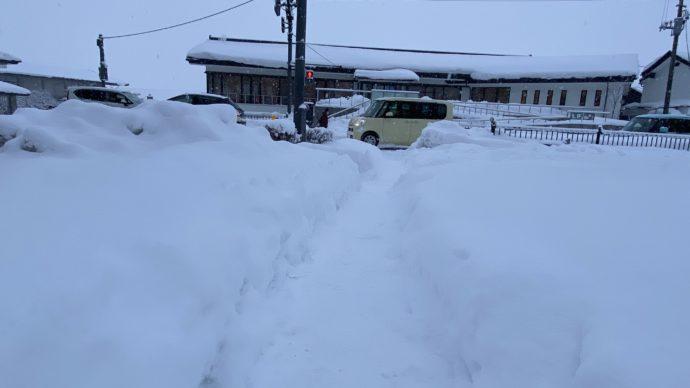 雪の中尊寺交差点