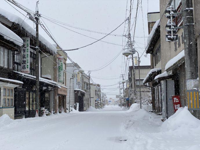雪の中尊寺通り