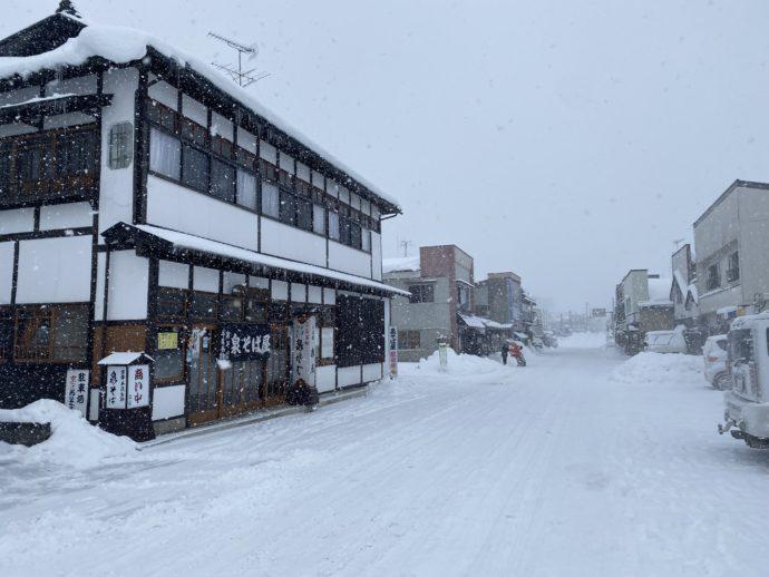 雪の平泉駅