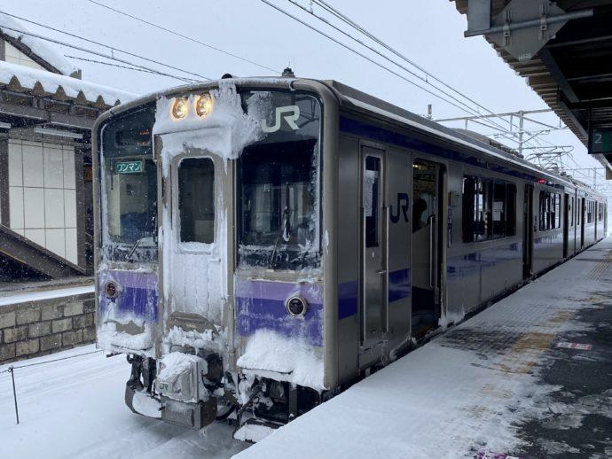 凍てつくJR車両