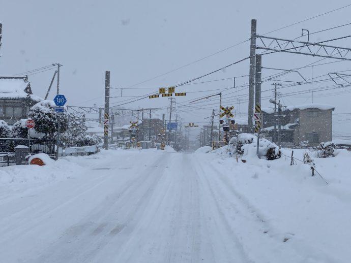 大雪の中尊寺通り