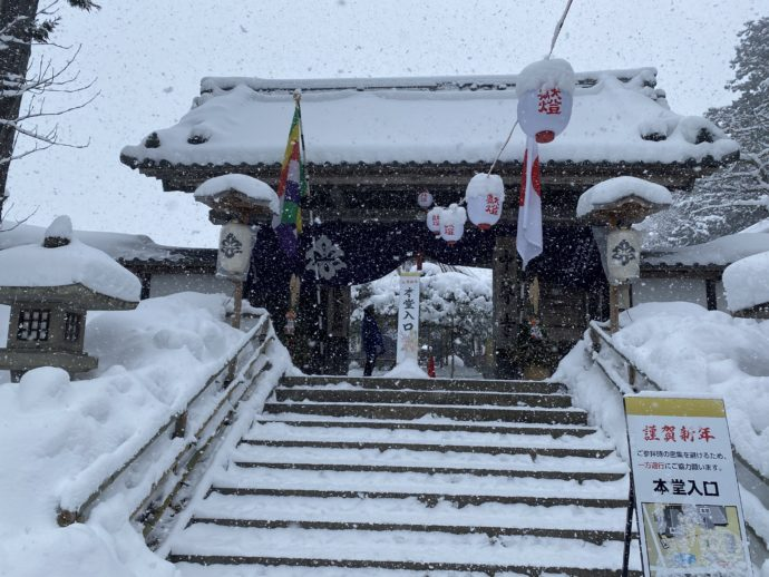 中尊寺の本堂入口