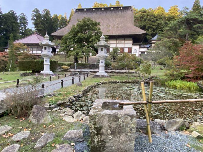 正法寺の境内