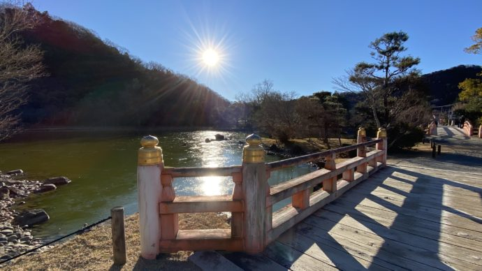 白水阿弥陀堂の朱色の橋