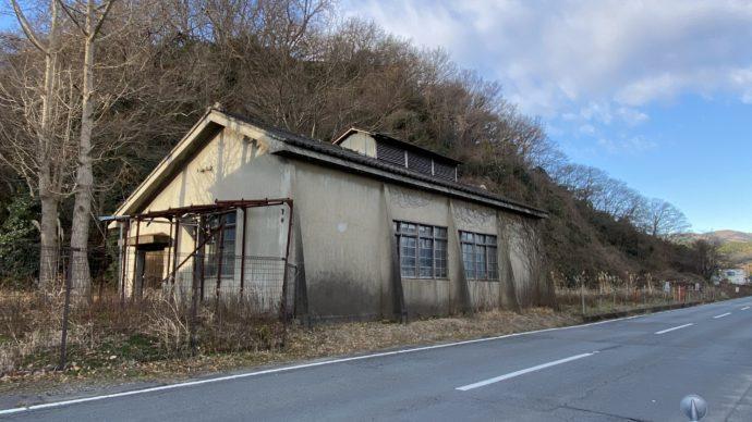 高倉戦の通勤用気動車の車庫跡