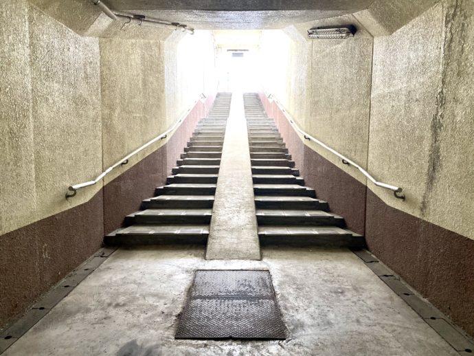 地下道と階段