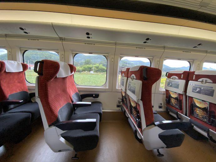 新幹線つばさの広いリクライニングシート