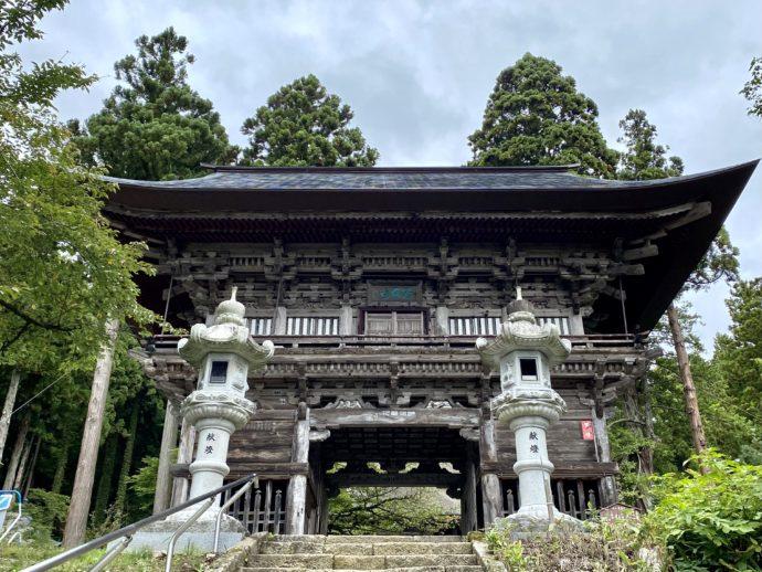 本山慈恩寺の山門