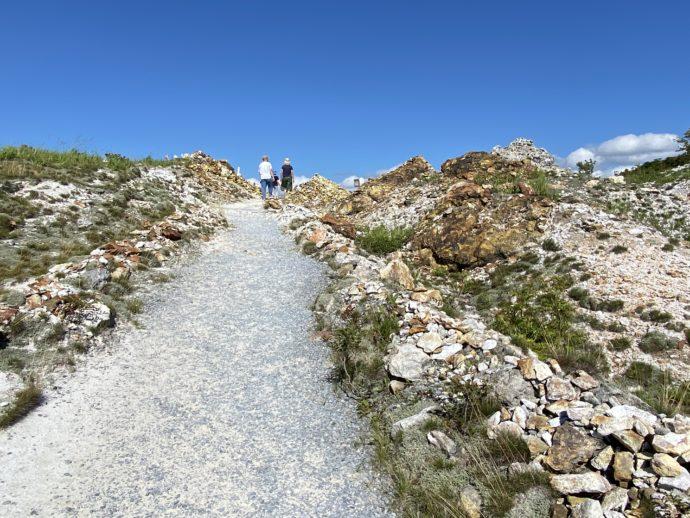 恐山の胎内めぐりの道