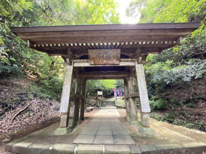 安来清水寺の参道の大門