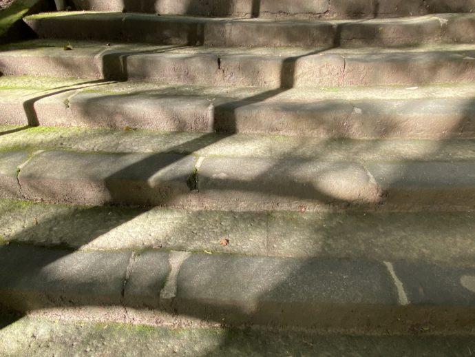 安来清水寺の明るい階段