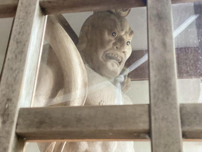 大山寺の山門の仁王像