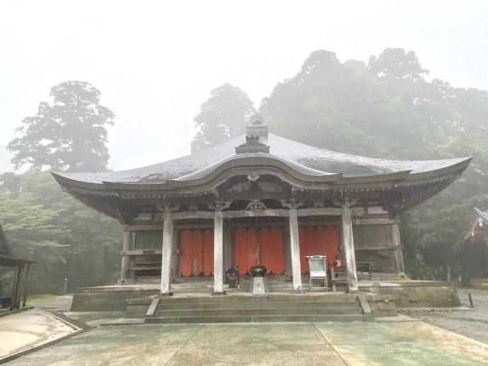 大山寺の本堂
