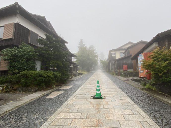 朝の大山参道