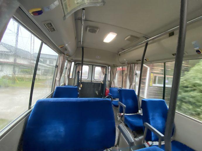 平田生活バスの車内