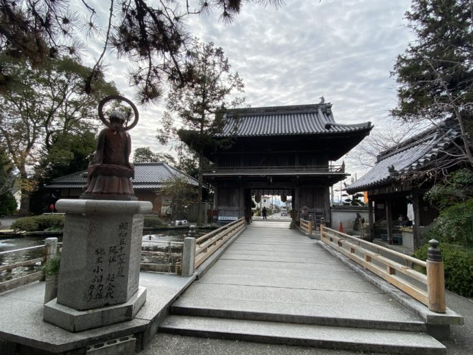 仁王門と橋