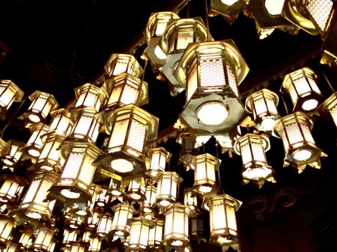 霊山寺の本堂の灯籠