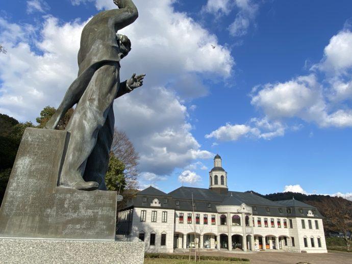 ベートーヴェンの銅像と鳴門市ドイツ館