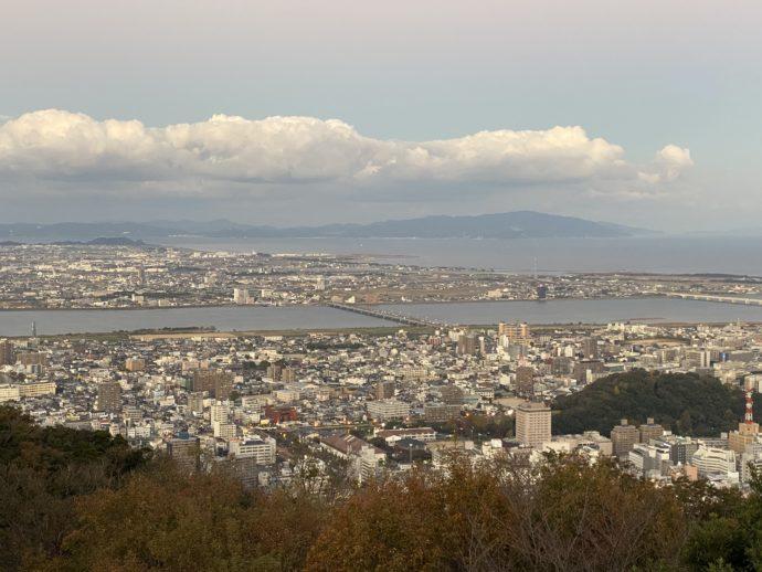 眉山の展望台からの景色