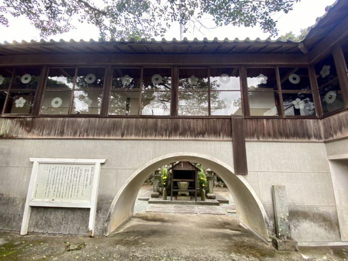 大木土佐守兼能の墓への入り口