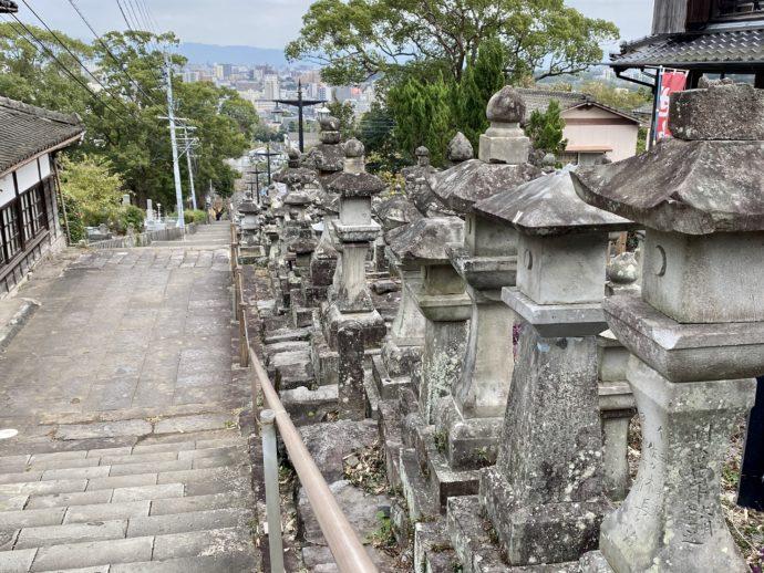 本妙寺の石段と灯籠