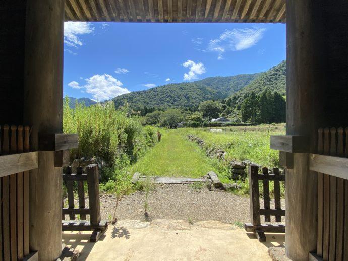 神宮寺北門から見える景色