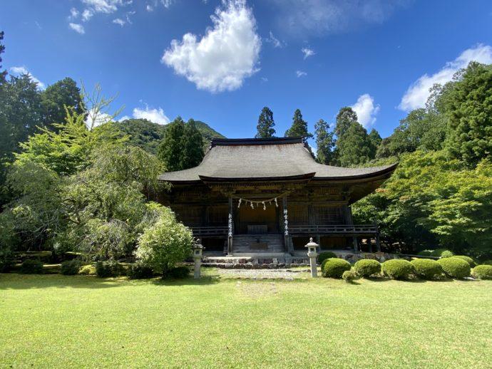 若狭神宮寺の本堂と庭