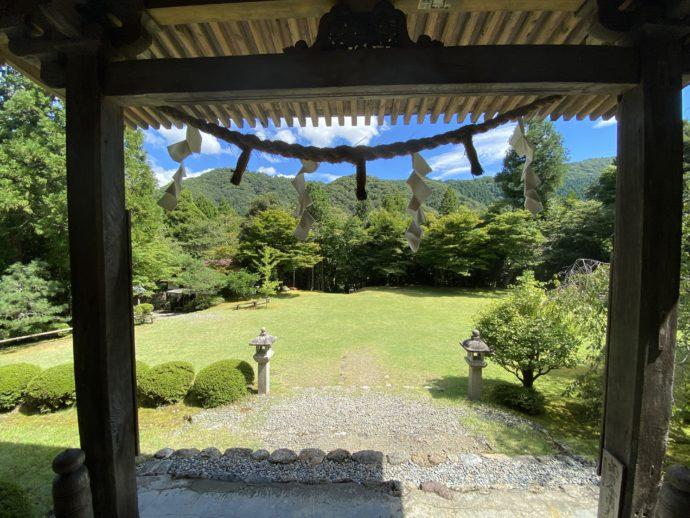 若狭神宮寺の本堂のしめ縄