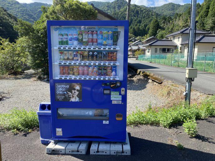 明通寺への道で見つけた自動販売機