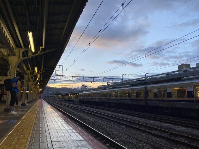 早朝のJR京都駅ホーム