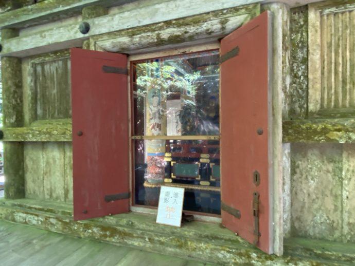 明通寺の三重塔の扉