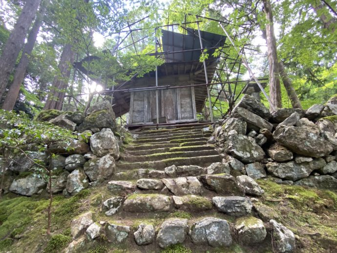 修繕中の開山堂