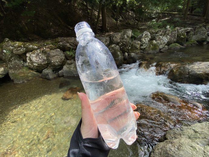 鵜の瀬で汲んだご神水
