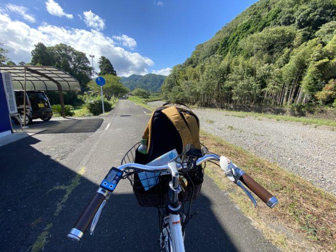 明通寺への田舎道