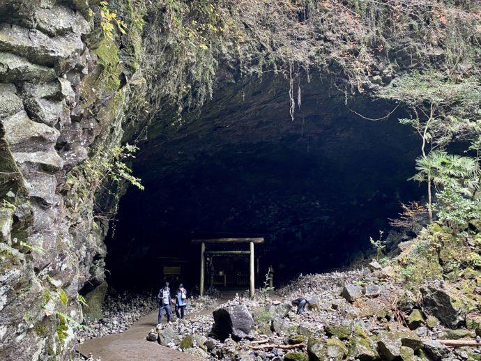 天安川原の洞穴