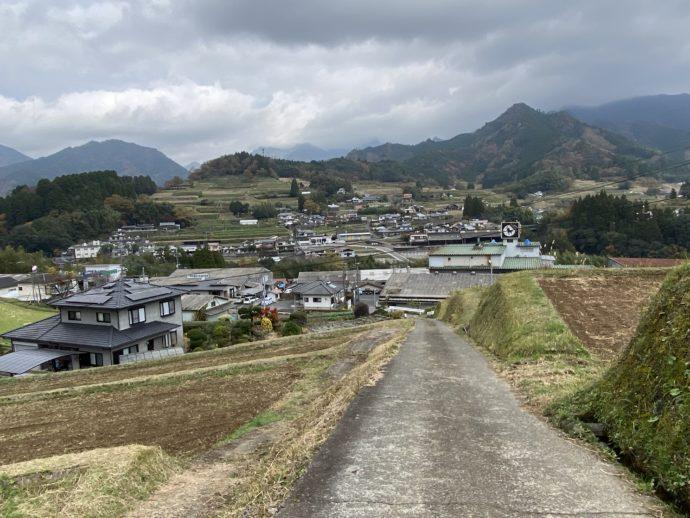 天岩戸温泉への田舎道